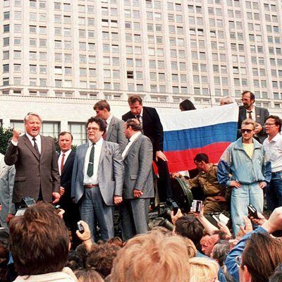 Venäjän presidentti Boris Jeltsin pitämässä puhetta tankin päällä Moskovassa 19.8.1991.