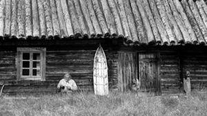 Tapio Wirkkala Lapin talon edessä