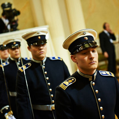 Kadetter på festen slottsbalen 2012.