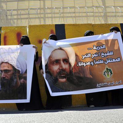 Jemeniläisnaiset osoittivat mieltään saudi-arabialaisen shiiajohtaja Nimr Baqir al-Nimrin kuolemantuomiota vastaan Sanaassa Jemenissä 18. lokakuuta 2014.