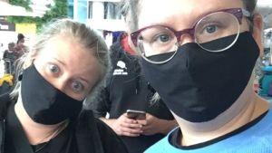 Rantanen ja Rautanen yllään mustat hengitysmaskit