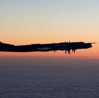 Ett ryskt Tupolev Tu-95 fotograferat över Östersjön av flygvapnet i december 2014.