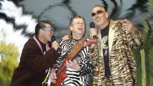 Janne Schaffer (i mitten av bilden) spelar också tillsammans med Lasse Åberg i Electric bana band.