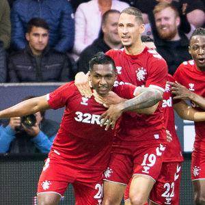 Glasgow Rangers firar mål.