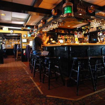 Ye Olde Ship British Pub -brittipub