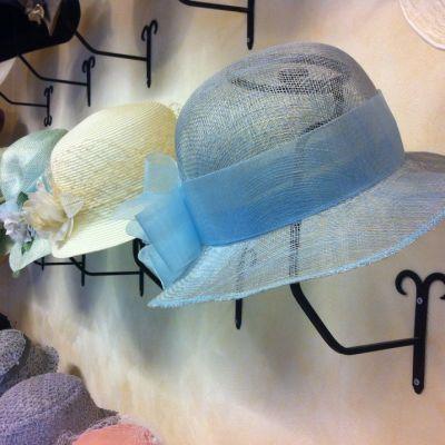 Airi Siitarin tekemiä hattuja