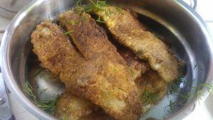 leivitettyjä, paistettuja ruodottomia ahvenfileitä