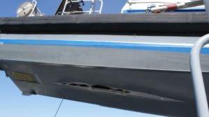 Bild på skadat båtbotten.