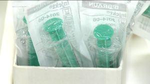 Två oanvända sprutor i sin förpackningar