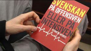 "Kenneth Mynttis bok ""Svenskan på offensiven eller på intensiven"""