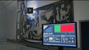 Superkamera fotograferar Guernica.