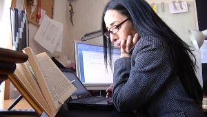 Översättaren Maria Pakkala översätter barnböcker från finska till arabiska