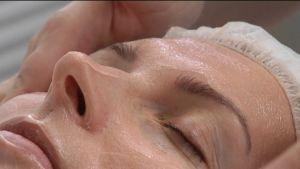 Kosmetikan BTB13 påstås kunna släta ut ansiktsrynkor och också hjälpa mot flera hudsjukdomar.