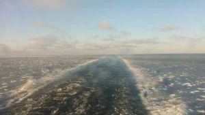 Laivan kulku jäisessä vedessä