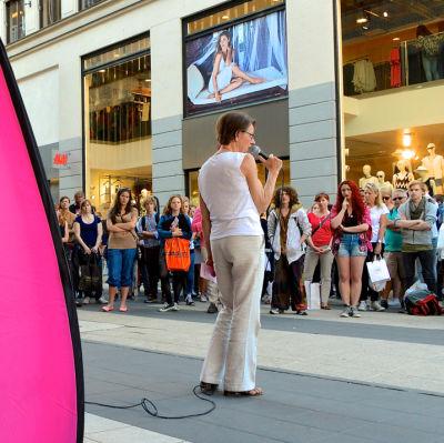 Partiledaren för Feministiskt initiativ Gudrun Schyman håller tal på Sergels torg i Stockholm.