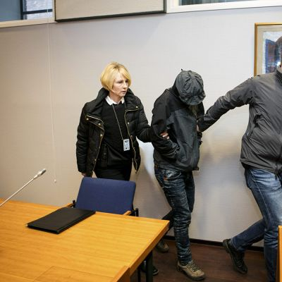 Yhdestätoista murhasta epäiltyjen irakilaiskaksosten vangitsemisesta päätettiin Pirkanmaan käräjäoikeudessa Tampereella perjantaina 11. joulukuuta