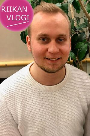 Kuoronjohtaja Tatu Erkkilä ja toimittaja Riikka Holopainen.