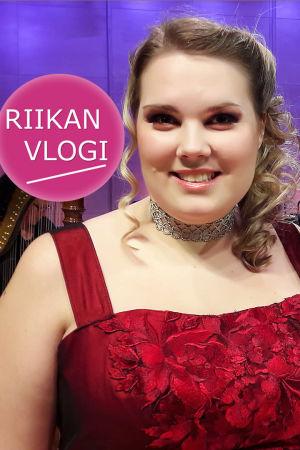 Sopraano Aurora Marthens ja toimittaja Riikka Holopainen