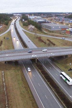 """""""Salainen testi paljastaa, että Suomen teillä liikkuu juuri katsastettuja, mutta teknisesti pahasti viallisia autoja."""