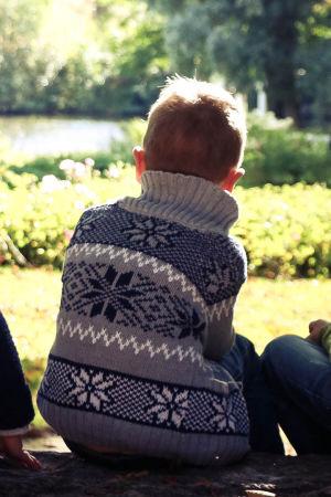 Marja Hintikka Live, kolme poikaa istuu