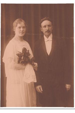 Väinö Pesola ja Esteri Salminen 1919 promootiossa.