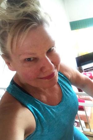 Sopraano Karita Mattilan selfie juoksumatolta.