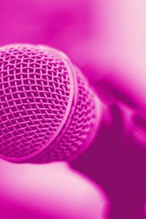 Mikrofoni. Kuvassa tekstit Sanelu, Digitreenit ja yle.fi/oppiminen.