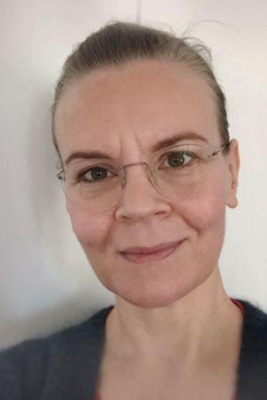 Kapellimestari Susanna Mälkki selfie-kuvassa.