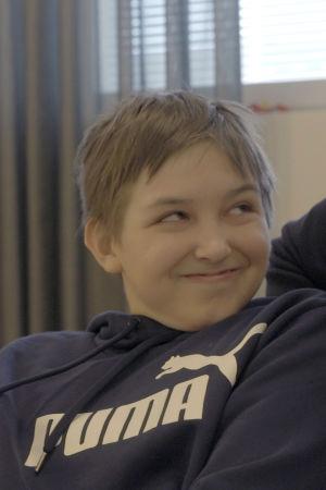 Vertti, 12, sairastaa dystoniaa.