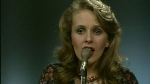 Maarit Hurmerinta esiintymässä vuoden 1975 Euroviisukarsinnassa