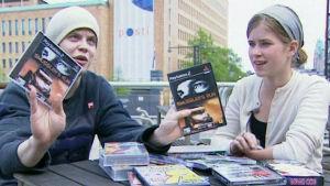 Ezkimo ja toimittaja Oona Louhivaara tutkivat piraattikopioita