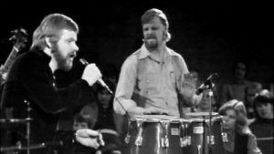 Eero Raittinen ja Vesa-Matti Loiri esiintyvät 1976.