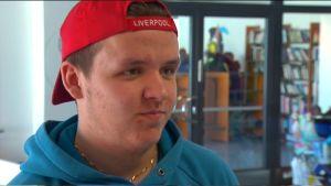 Oscar Forsblom går i åttonde klass på Kungsvägens skola i Sibbo.
