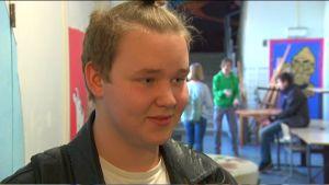 Oscar Fagerström går i åttonde klass på Kungsvägens skola i Sibbo.