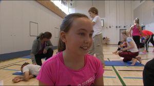 Emma Johansson går i klass fem i Vindängens skola i Esbo