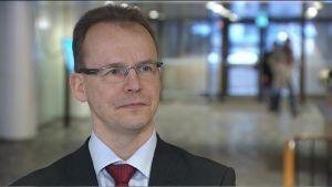 Porträtt på Jarkko Ruohoniemi, förhandlingschef vid Teknologiindustrin