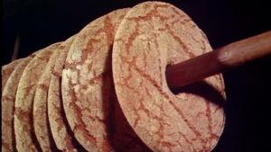 Leipää vartaalla