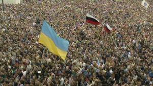 Kansa vastustaa vallankaappausta Moskovassa