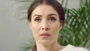 På bilden syns Alida Morberg som spelar karaktären Vera i tv-serien Amningsrummet.