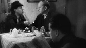 Siiri Angerkoski ja Uuno Laakso sotasalaisuuksista valistavassa filmissä 1940.