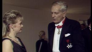 Sveriges ambassadör Knut Thyberg intervjuas på Slottsbalen 1990.