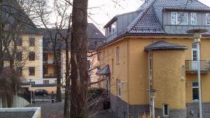 Finlands ambassad i Oslo, med kunglig ek i förgrunden