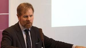 Terrorforskaren David Kilcullen föreläser vid Utrikespolitiska institutet i Helsingfors.