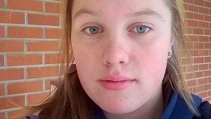 Emma Henelius kritiserar Kiva Skola.