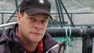 Wilhelm Liljeqvist vid sin fiskodling i Kasnäs.