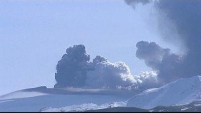 Vulkanen Eyjafjallajökull spyr ut aska