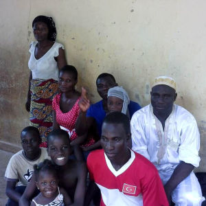 Nourdeen Toure på besök i Afrika.