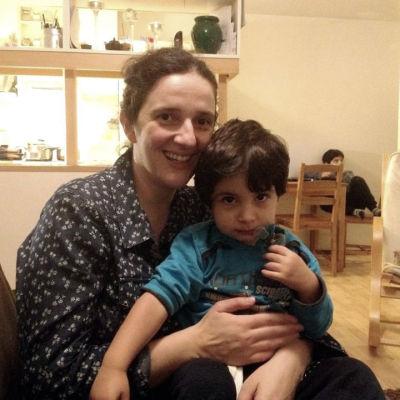 Elsa Vasilopoulo bor med sin familj på ett radhusområde i Grankulla.