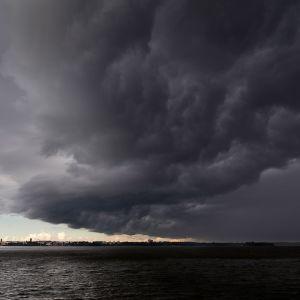 Väderfront som drar in över Vasa i augusti 2013.