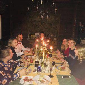 Eila rooselin perhe jouluaterialla
